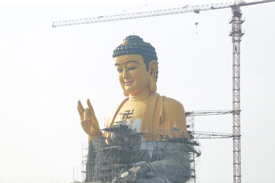 Cận cảnh tượng phật A Di Đà lớn nhất Đông Nam Á đang hoàn thiện ở Hà Nội - Ảnh 6.