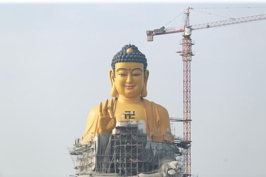 Cận cảnh tượng phật A Di Đà lớn nhất Đông Nam Á đang hoàn thiện ở Hà Nội - Ảnh 9.