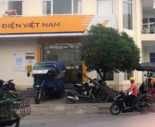 Quảng Nam: Bắt nữ kế toán, nữ thủ quỹ  bưu điện tham ô 100 tỉ đồng - Ảnh 1.
