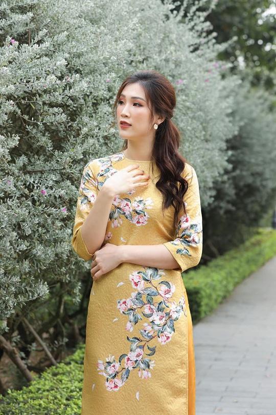 Nghệ sĩ Việt đua nhau khoe sắc trong loạt ảnh Tết - Ảnh 31.