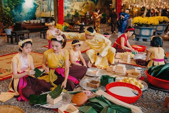Nghệ sĩ Việt đua nhau khoe sắc trong loạt ảnh Tết - Ảnh 21.