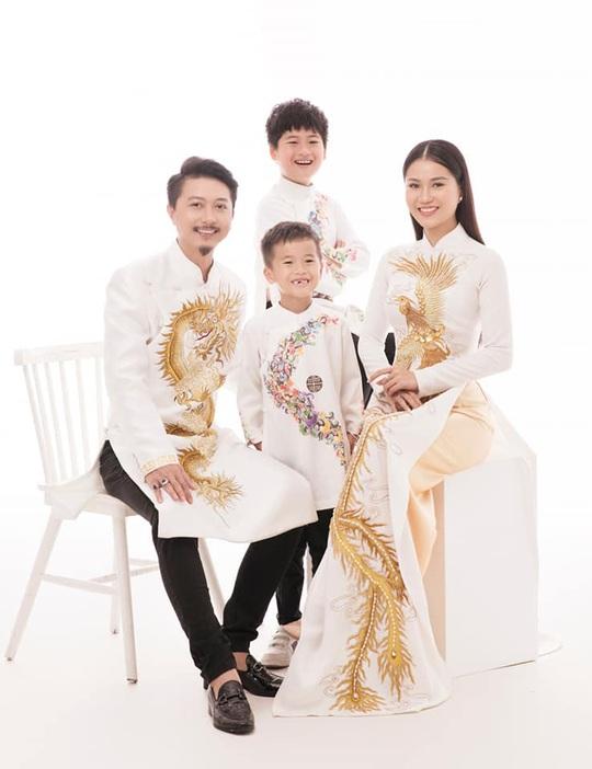 Nghệ sĩ Việt đua nhau khoe sắc trong loạt ảnh Tết - Ảnh 4.