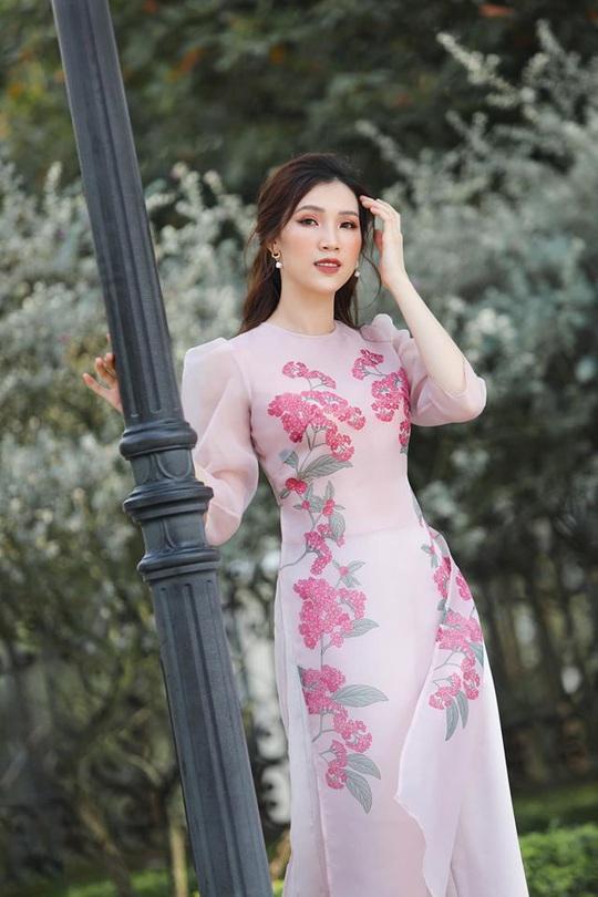 Nghệ sĩ Việt đua nhau khoe sắc trong loạt ảnh Tết - Ảnh 28.
