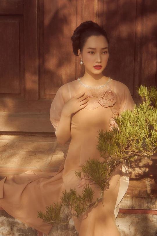Nghệ sĩ Việt đua nhau khoe sắc trong loạt ảnh Tết - Ảnh 18.