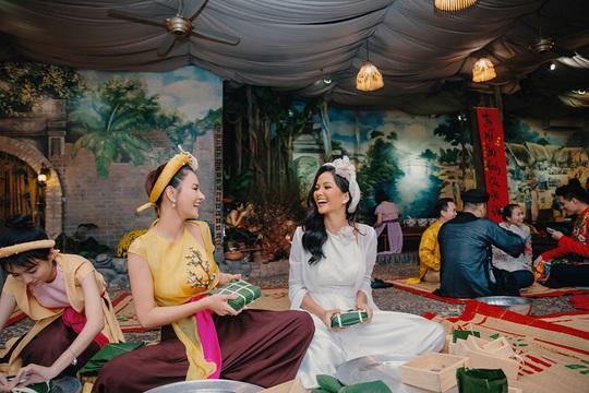 Nghệ sĩ Việt đua nhau khoe sắc trong loạt ảnh Tết - Ảnh 24.