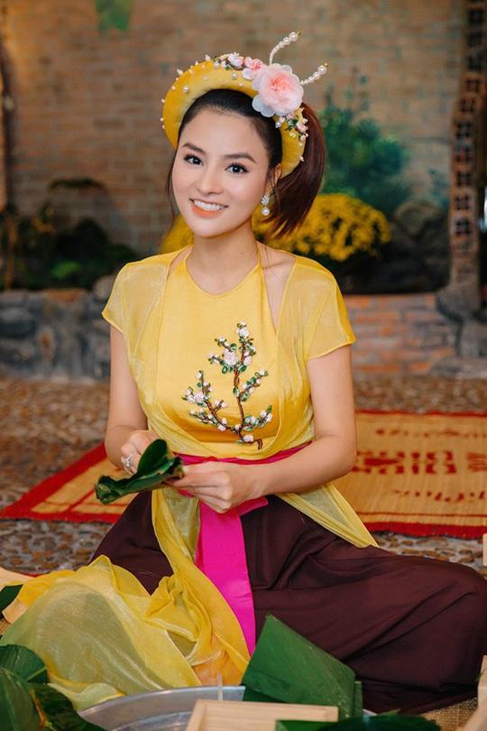 Nghệ sĩ Việt đua nhau khoe sắc trong loạt ảnh Tết - Ảnh 20.