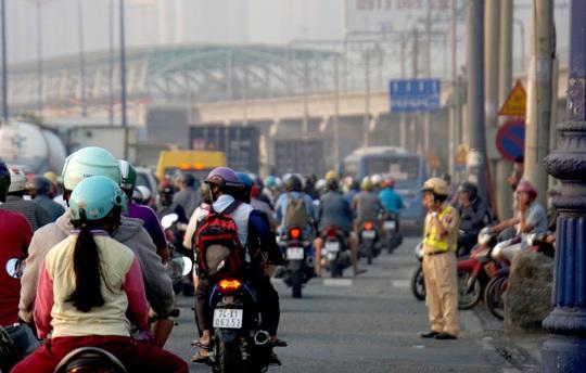 Kinh hoàng cảnh kẹt xe trên mọi ngả đường khu Đông TP HCM - Ảnh 12.