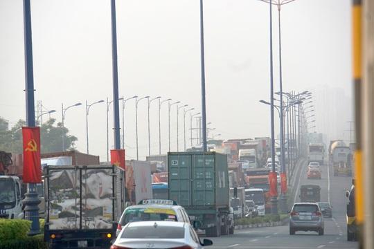Kinh hoàng cảnh kẹt xe trên mọi ngả đường khu Đông TP HCM - Ảnh 1.