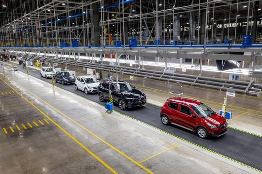 VinFast tuyên bố đã bán hàng chục ngàn ôtô và xe máy điện - Ảnh 1.
