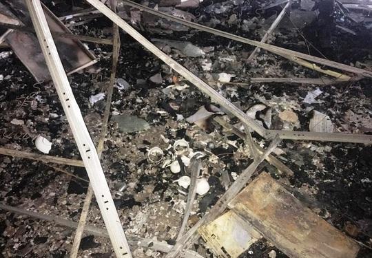 Hiện trường vụ cháy tòa nhà dầu khí Thanh Hóa khiến 2 người chết, 13  người bị thương - Ảnh 14.