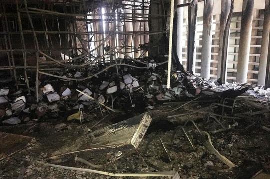 Hiện trường vụ cháy tòa nhà dầu khí Thanh Hóa khiến 2 người chết, 13  người bị thương - Ảnh 12.