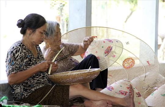 Độc đáo nón ngựa Phú Gia đất võ Bình Định - Ảnh 2.