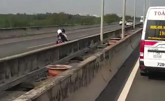 Cả ngàn xe máy chạy vào cao tốc TP HCM - Long Thành - Dầu Giây vì... Google map! - Ảnh 2.