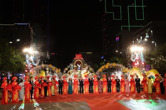 Đường hoa Nguyễn Huệ Canh Tý 2020 chính thức mở cửa - Ảnh 1.