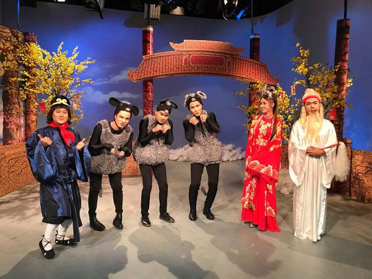 NSND Kim Cương soi chương trình đón năm mới của HTV - Ảnh 8.