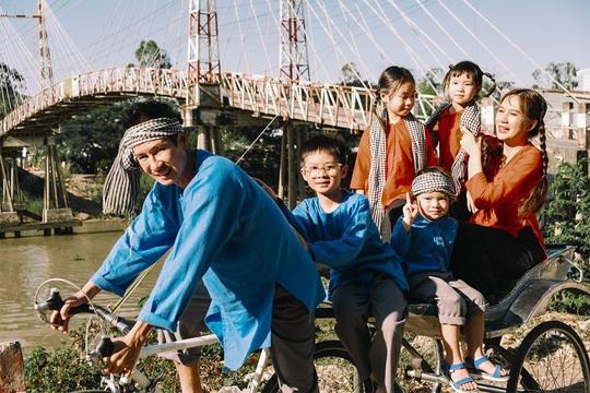 Nghệ sĩ Việt đón Tết đầm ấm bên gia đình - Ảnh 3.