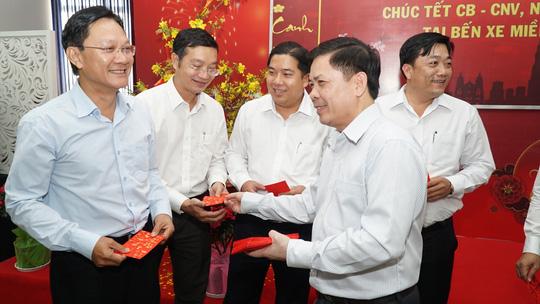 Bộ trưởng Bộ GTVT Nguyễn Văn Thể thăm, chúc Tết CBCNV Bến xe Miền Đông - Ảnh 2.