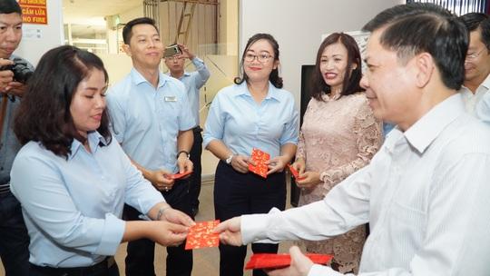 Bộ trưởng Bộ GTVT Nguyễn Văn Thể thăm, chúc Tết CBCNV Bến xe Miền Đông - Ảnh 4.