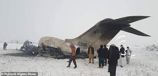 Afghanistan: Đụng độ dữ dội tại khu vực rơi máy bay quân sự Mỹ - Ảnh 1.