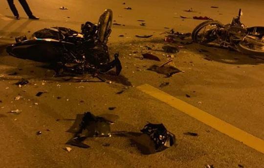 2 xe máy đấu đầu kinh hoàng, 3 người tử vong, 2 người nguy kịch - Ảnh 1.