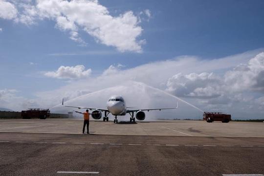 Bình Định đón chuyến bay quốc tế đầu tiên đến từ Hàn Quốc - Ảnh 1.