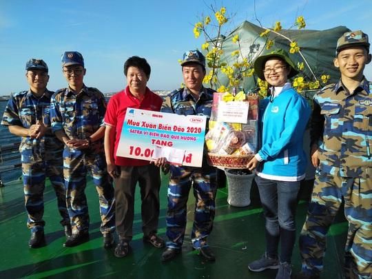 Các chiến sĩ giữ đảo Phú Quý vui hết mình trong Mùa xuân biển đảo - Ảnh 14.