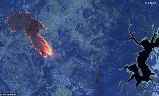 Những hình ảnh đáng kinh ngạc của cháy rừng Úc nhìn từ trên cao - Ảnh 4.