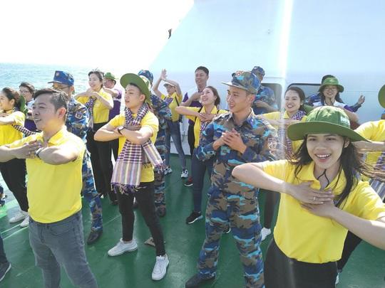 Các chiến sĩ giữ đảo Phú Quý vui hết mình trong Mùa xuân biển đảo - Ảnh 8.