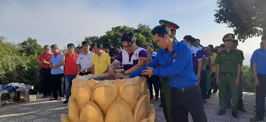 Các chiến sĩ giữ đảo Phú Quý vui hết mình trong Mùa xuân biển đảo - Ảnh 12.