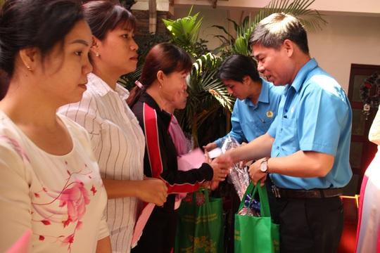 Công nhân Dệt may TP HCM vui Tết sớm - Ảnh 4.