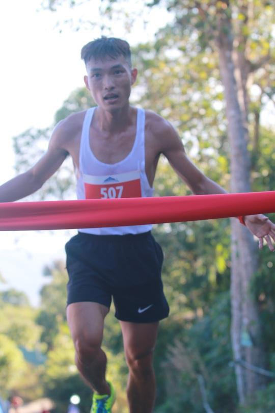 Chân chạy số 1 Việt Nam lên ngôi Nữ hoàng leo núi Bà Rá - Ảnh 2.