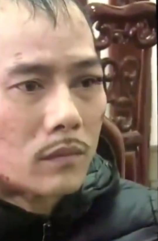 Ông trùm ma túy cùng người tình lao thẳng xe bán tải vào ôtô của công an - Ảnh 2.