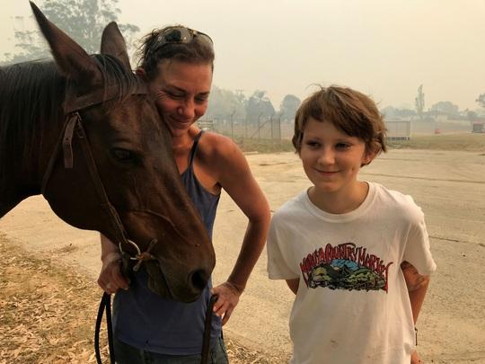 Cháy rừng ở Úc: Ấm áp tình người - thú - Ảnh 9.