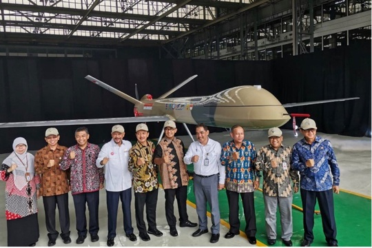 Máy bay không người lái Indonesia theo dõi Trung Quốc ở biển Đông? - Ảnh 1.