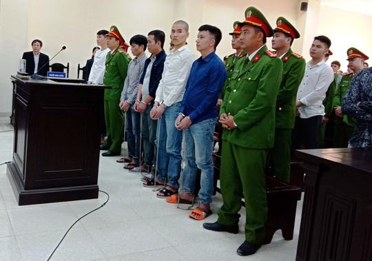 Hàng chục cảnh sát bảo vệ phiên xét xử vụ hỗn chiến gây náo loạn biển Hải Tiến - Ảnh 3.