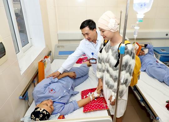 Từ bức thư của Thủ tướng, nữ sinh bị ung thư truyền cảm hứng về cuộc sống cho bệnh nhân - Ảnh 9.