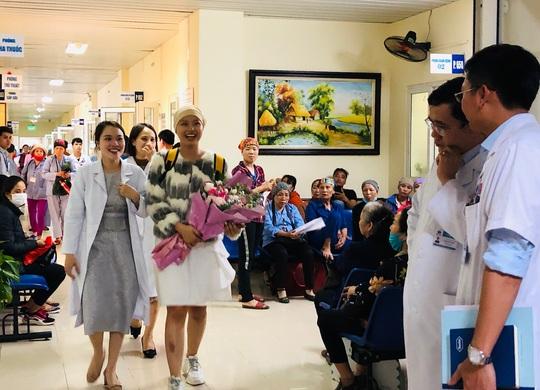 Từ bức thư của Thủ tướng, nữ sinh bị ung thư truyền cảm hứng về cuộc sống cho bệnh nhân - Ảnh 6.