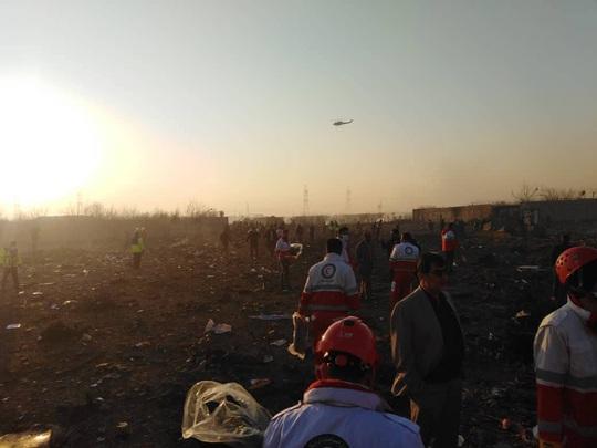 Rơi máy bay Boeing chở hơn 170 người ở Iran, không ai sống sót - Ảnh 8.