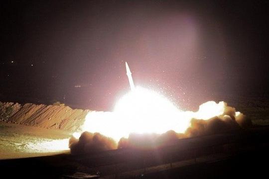 Loạt hình ảnh Iran nã tên lửa trả thù Mỹ lan truyền trên mạng - Ảnh 2.