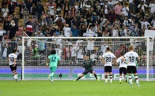 Real Madrid đánh úp Valencia, giành vé vào chung kết Siêu cúp - Ảnh 9.