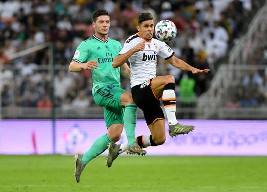 Real Madrid đánh úp Valencia, giành vé vào chung kết Siêu cúp - Ảnh 4.