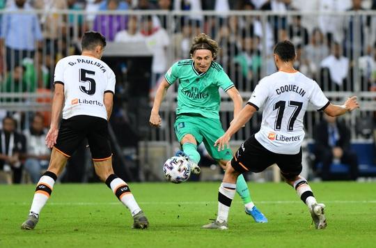 Real Madrid đánh úp Valencia, giành vé vào chung kết Siêu cúp - Ảnh 8.