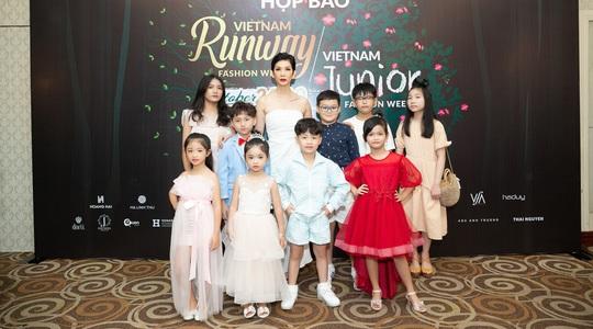 Siêu mẫu Xuân Lan trở lại với show đúp 2 tuần lễ thời trang - Ảnh 1.