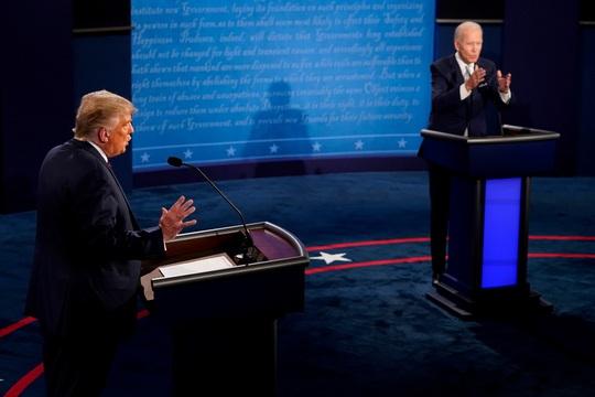 """Đổi luật cuộc tranh luận, ông Trump chỉ trích cuộc chiến """"hai chọi một"""" - Ảnh 2."""
