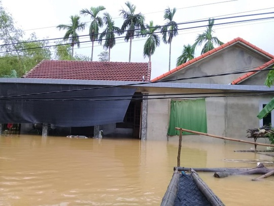Toàn cảnh lũ lụt kinh khủng ở Thừa Thiên - Huế - Ảnh 7.