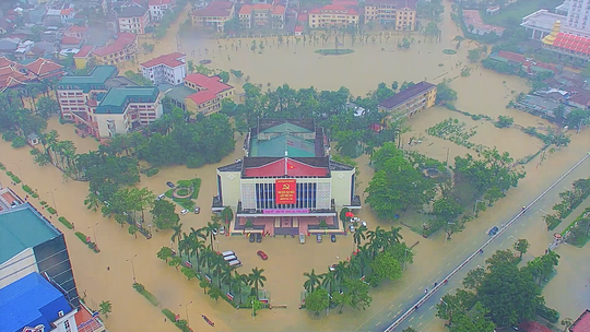 Toàn cảnh lũ lụt kinh khủng ở Thừa Thiên - Huế - Ảnh 1.