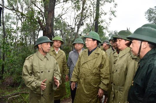 Mất liên lạc với Phó Tư lệnh Quân khu 4 cùng 12 cán bộ, chiến sĩ gặp nạn - Ảnh 1.