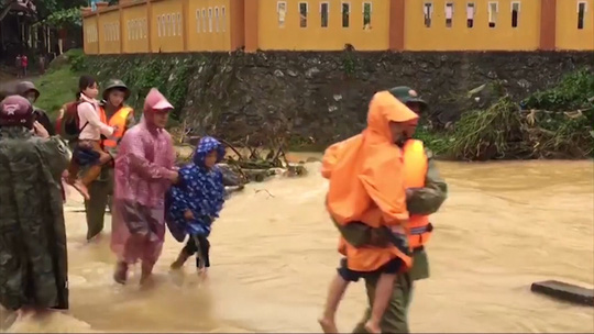 Lũ chồng lũ, 11.000 nhà dân ở Quảng Bình lại ngập chìm trong nước - Ảnh 7.