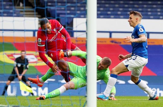 Liverpool sốc: Van Dijk chấn thương cực nặng, nghỉ thi đấu hết mùa - Ảnh 1.