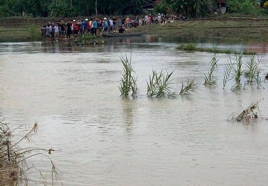 Quảng Nam: 2 học sinh bị rớt xuống cầu, 1 em tử nạn - Ảnh 1.